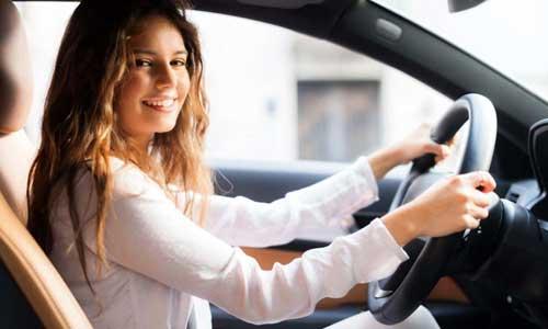 女性驾校学车.jpg